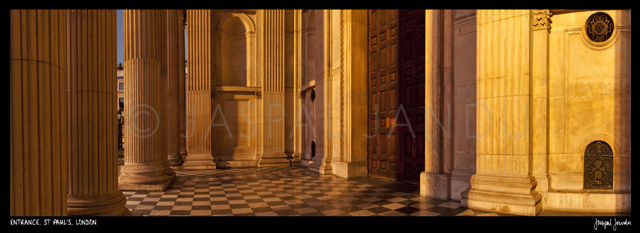 Entrance, St Paul\'s Cathedral, London